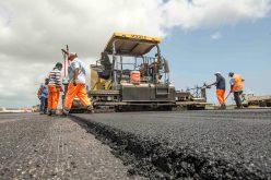 Constructorii angajați în proiecte mari pot cere bani în plus