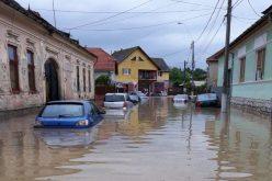 14 companii din Aiud inundate ieri în urma precipitațiilor masive
