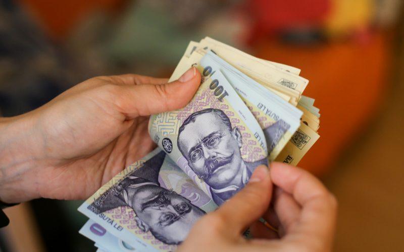Salariile de bază ale bugetarilor, menţinute la nivelul din decembrie 2020