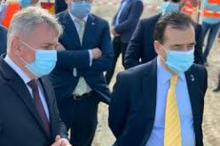 """Orban şi Bode, în inspecţie pe Transalpina, unde au fost asfaltaţi 32 km prin reciclare """"in situ"""""""
