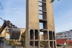 Noi locuri de parcare, pe amplasamentul a două foste centrale de cartier din Alba Iulia aflate în demolare