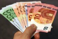 Percheziţii la persoane care au făcut cumpărături cu bancnote euro contrafăcute
